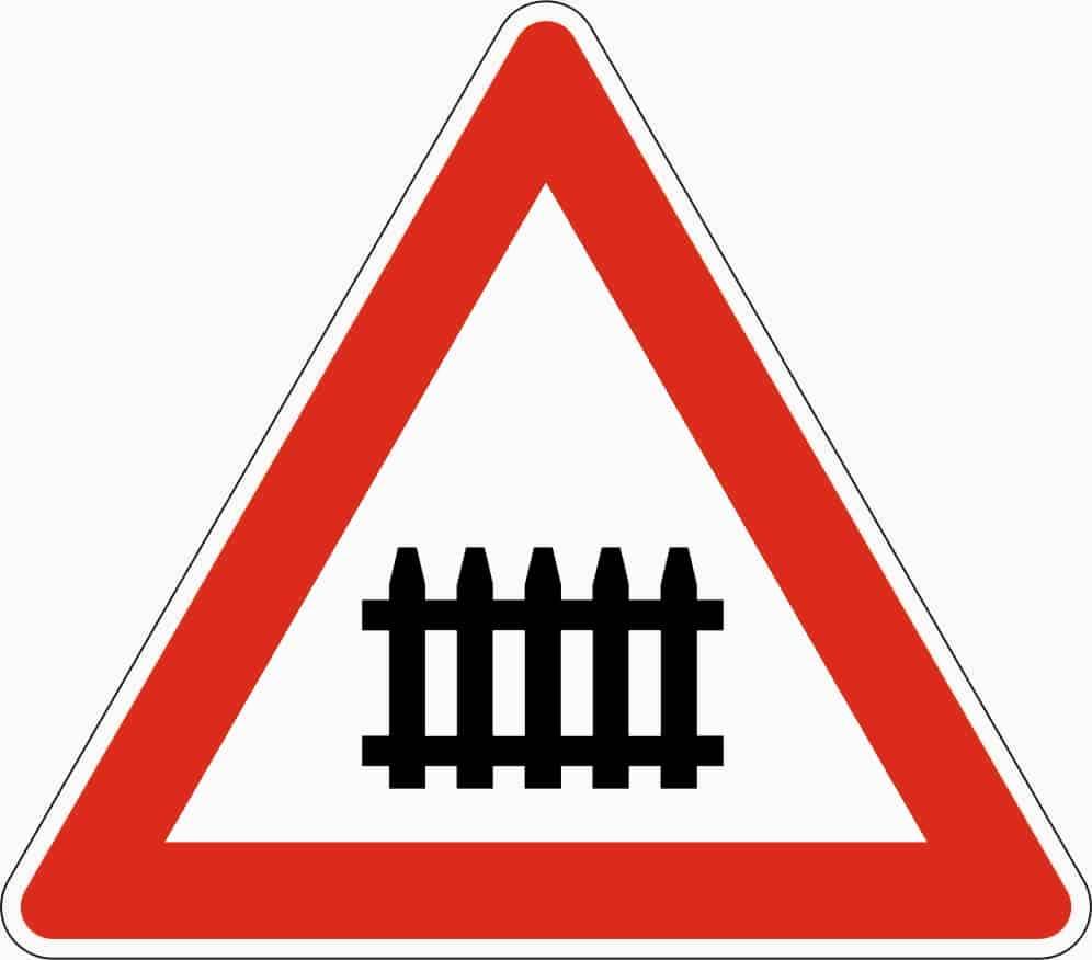 Zeichen 150: Kündigte nur beschrankte Bahnübergänge an, gilt seit April 2013 als abgeschafft.