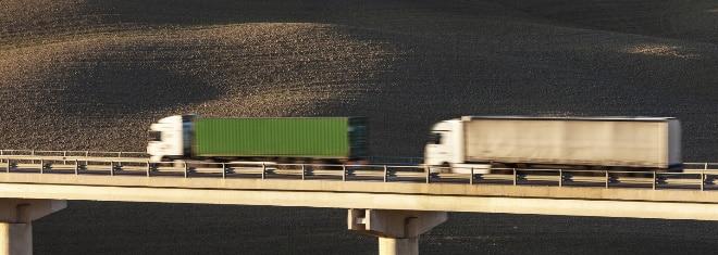 Gesetzlicher Abstand für LKW: Auf der Autobahn gültig. Ein Bußgeld kann bei einer Missachtung drohen.