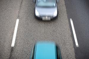 Der vorgeschriebene Abstand im Straßenverkehr soll Auffahrunfällen vorbeugen.