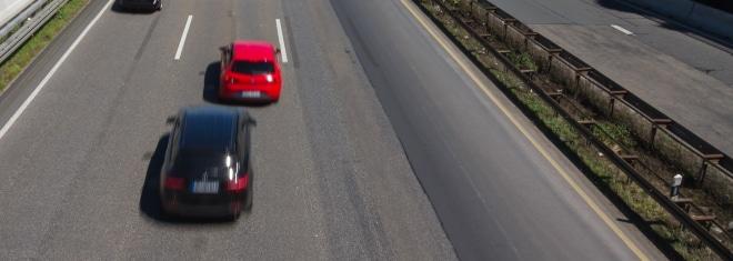 Wie funktioniert die Abstandsmessung auf der Autobahn?