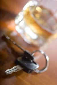 Alkohol am Steuer gilt im Verkehrsrecht als Straftat