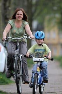 Alleinerziehende Elternteile können Hilfe vom Jugendamt erhalten