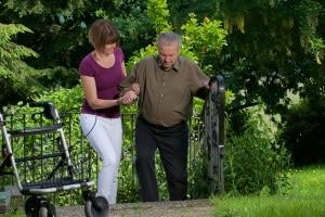 Anspruch auf Pflegehilfsmittel: Ein Rollator gilt als technisches Hilfsmittel.