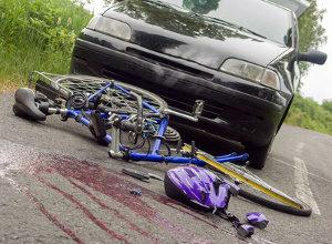 Der Anspruch auf eine Pflegestufe und die dazugehörigen Leistungen können durch einen Verkehrsunfall mit schweren Folgen entstehen.
