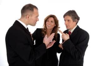 Ein Anwalt für Arbeitsrecht schlichtet Rechtsstreitigkeiten zwischen Arbeitnehmer und Arbeitgeber