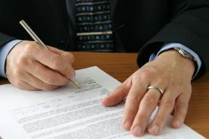 Ein Anwalt für Arbeitsrecht in Heilbronn kann sich auch um nicht rechtmäßige Arbeitsverträge kümmern.