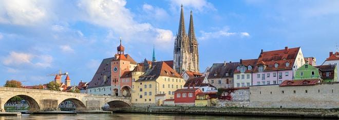 Ein Anwalt für Arbeitsrecht kann bei rechtlichen Berufsfragen in Regensburg aushelfen.