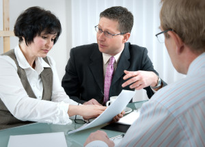Der Anwalt für Baurecht unterstützt Sie mitunter beim Verfahren um die Baugenehmigung