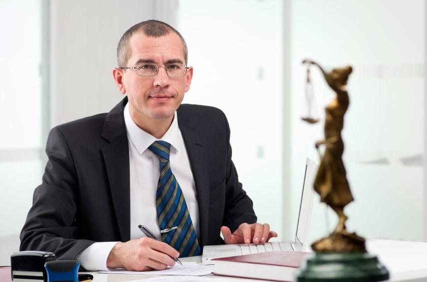 Hier finden Sie einen Anwalt in Dresden für Verkehrsrecht.