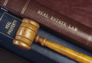 Ein Anwalt für Mietrecht regelt Rechtsstreitigkeiten zwischen Mieter und Vermieter