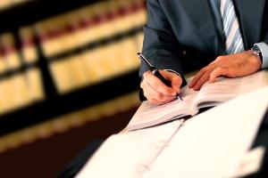 Ein Anwalt hilft Ihnen im Strafbefehlsverfahren weiter.