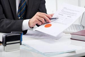 Ein Anwalt für Versicherungsrecht in Aachen kann Ihnen bei Problemen mit einer Versicherung helfen.