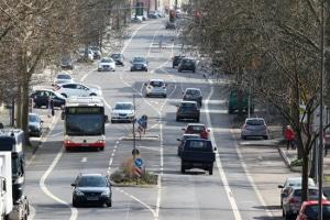 Ein Unfall im Berufsverkehr ist schnell passiert. Dann hilft ein Anwalt für Versicherungsrecht in Karlsruhe.