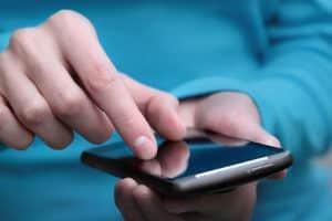 Mobil nutzbar: Ein Anwalt sollte seine Website mit responsivem Design ausstatten.