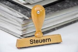 Ein Anwalt für Wirtschaftsrecht in München kann Sie unter anderem in Steuerfragen beraten.