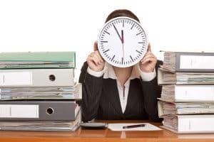 Arbeiten ohne Arbeitsvertrag: Die Kündigungsfrist für Arbeitnehmer beträgt vier Wochen.