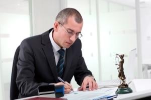 Arbeitslosengeld 1 kann laut SGB länger gezahlt werden, wenn der Arbeitnehmer mindestens 50 Jahre alt ist.