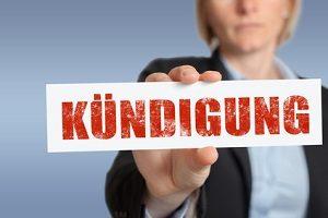 Im Arbeitsrecht ist eine gesetzliche Kündigungsfrist vorgeschrieben.