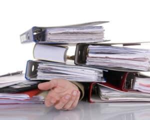 Um Überforderung nach einer langen Arbeitsunfähigkeit vorzubeugen, hilft die stufenweise Wiedereingliederung.