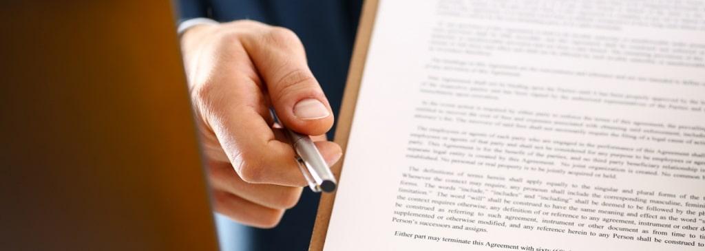 Um ein Arbeitsvertrag aufheben zu können, müssen bestimmte Regeln und Fristen beachtet werden