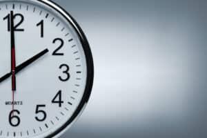 Die Arbeitszeit ist die Dauer, in der ein Arbeitnehmer aufgrund seines Arbeitsvertrages für eine Firma arbeitet