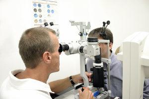Wollen Sie Ihre Augen lasern lassen, sind mehrere Voruntersuchungen erforderlich.