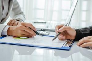 Für eine neue Bewerbung benötigen Sie auch nach einer Kündigung Ihres Ausbildungsplatzes ein Arbeitszeugnis.