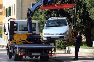 Auto abschleppen lassen: Die Kosten variieren je nach Anbieter.
