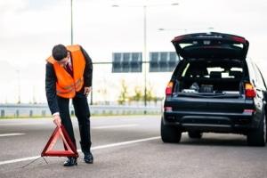Verlassen Sie bei einer Panne das Auto, verbessert die Warnweste Ihre Sichtbarkeit.