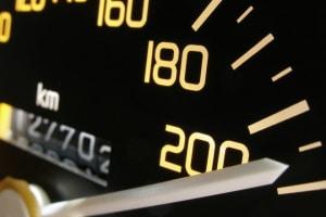 Müssen Autofahrer mit Sanktionen rechnen, wenn sie die Autobahnrichtgeschwindigkeit überschreiten?