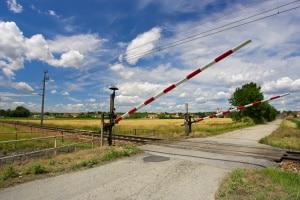 Ein Bahnübergang ist stets zügig zu überqueren.