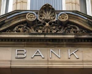 Vor einer Bank sollte Sie sich mit einem Erbschein als Erbe ausweisen