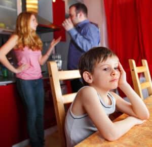 Beim Kindesunterhalt zahlt der Elternteil den Barunterhalt und der andere den Naturalunterhalt.