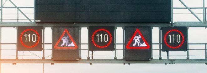Auch bei einer Baustelle gelten die Regeln der StVO. Sind Tempolimits angeordnet, müssen sie befolgt werden.