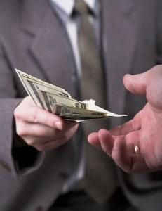 Bei der Bestechung wird die Ordnungsmäßigkeit der Amtsausübung unterlaufen.