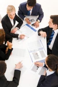 Der Betriebsrat setzt sich für die Interessen der Arbeitnehmer ein