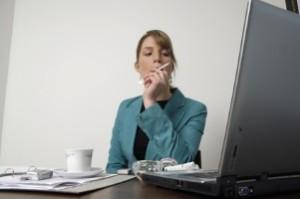 Beim Computerbetrug beeinflusst der Betrüger das Ergebnis einer Datenverarbeitung und erschleicht sich so einen Vermögensvorteil.