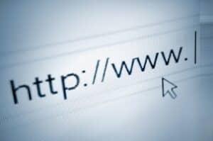 Viele Betrüger tummeln sich im Internet und gestalten sogenannte Fakeshops, die mangelhafte Produkte als Originalware anbieten.