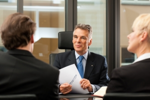 Besuch in der Kanzlei: In der Regel erfolgt die Beurkundung beim jeweiligen Notar.