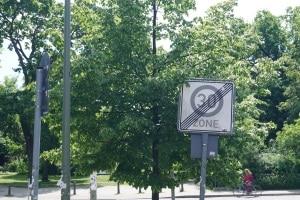 Blitzer in der 30er-Zone: Der Bußgeldkatalog entscheidet über Sanktionen.