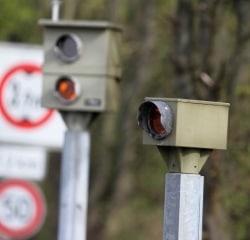 Blitzer-Strafen für zu schnelles Fahren erhalten Sie mit einem Bußgeldbescheid.