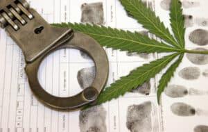 Das Betäubungsmittelgesetz (BtMG) befasst sich im Strafrecht mit Drogendelikten