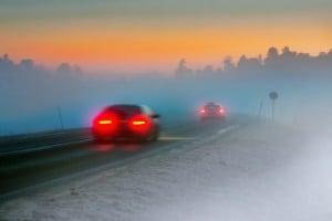 Ein Bußgeld für eine Geschwindigkeitsüberschreitung kann auch für das Nichtanpassen des Tempos bei Nebel erfolgen.