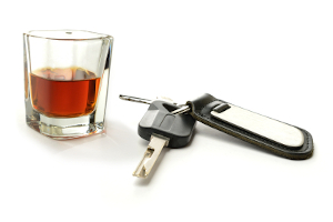 Geld- oder Freiheitsstrafe statt Bußgeld: Wer alkoholisiert Motorrad fährt und dadurch einen Unfall verursacht, macht sich schnell strafbar.