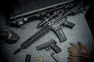 Im Darknet können illegal Waffen erworben werden.