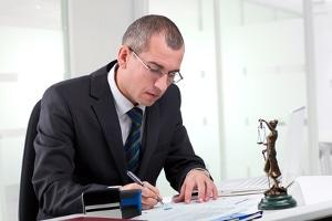 Anzeige wegen Diebstahl? Ein Anwalt mit Schwerpunkt Strafrecht kann Ihnen helfen.