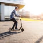 E-Scooter: Nach den Regeln der neuen Verordnung für Elektrokleinstfahrzeuge dürfen Rollerfahrer bald am öffentlichen Straßenverkehr teilnehmen.