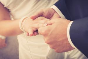 In der Ehe gehen Rechte und Pflichten miteinander einher.