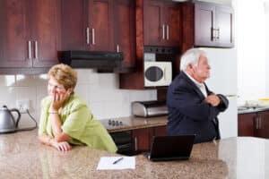 Der Ehegattenunterhalt kann erst nach der Scheidung beantragt werden.