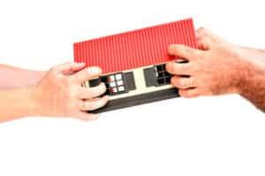 Das eheliche Güterrecht stellt Regelungen zur Verteilung vom ehelichen Besitz nach der Scheidung